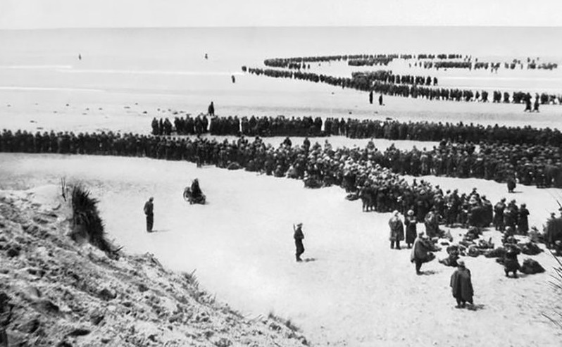 British troops waiting to be evacuated at Dunkirk
